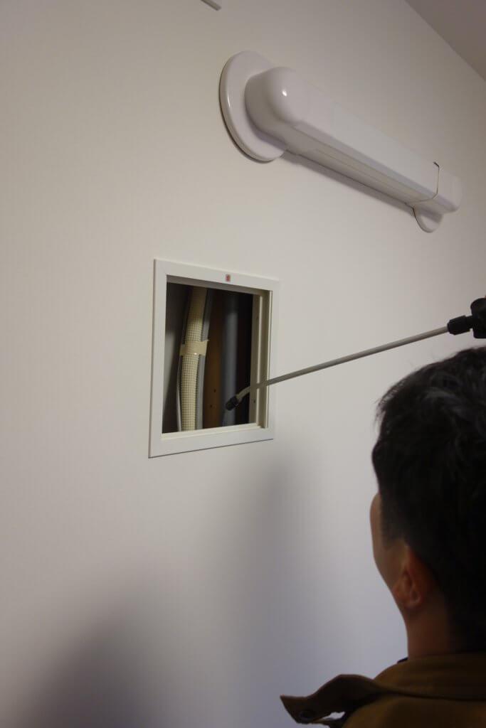 壁の中のゴキブリ駆除